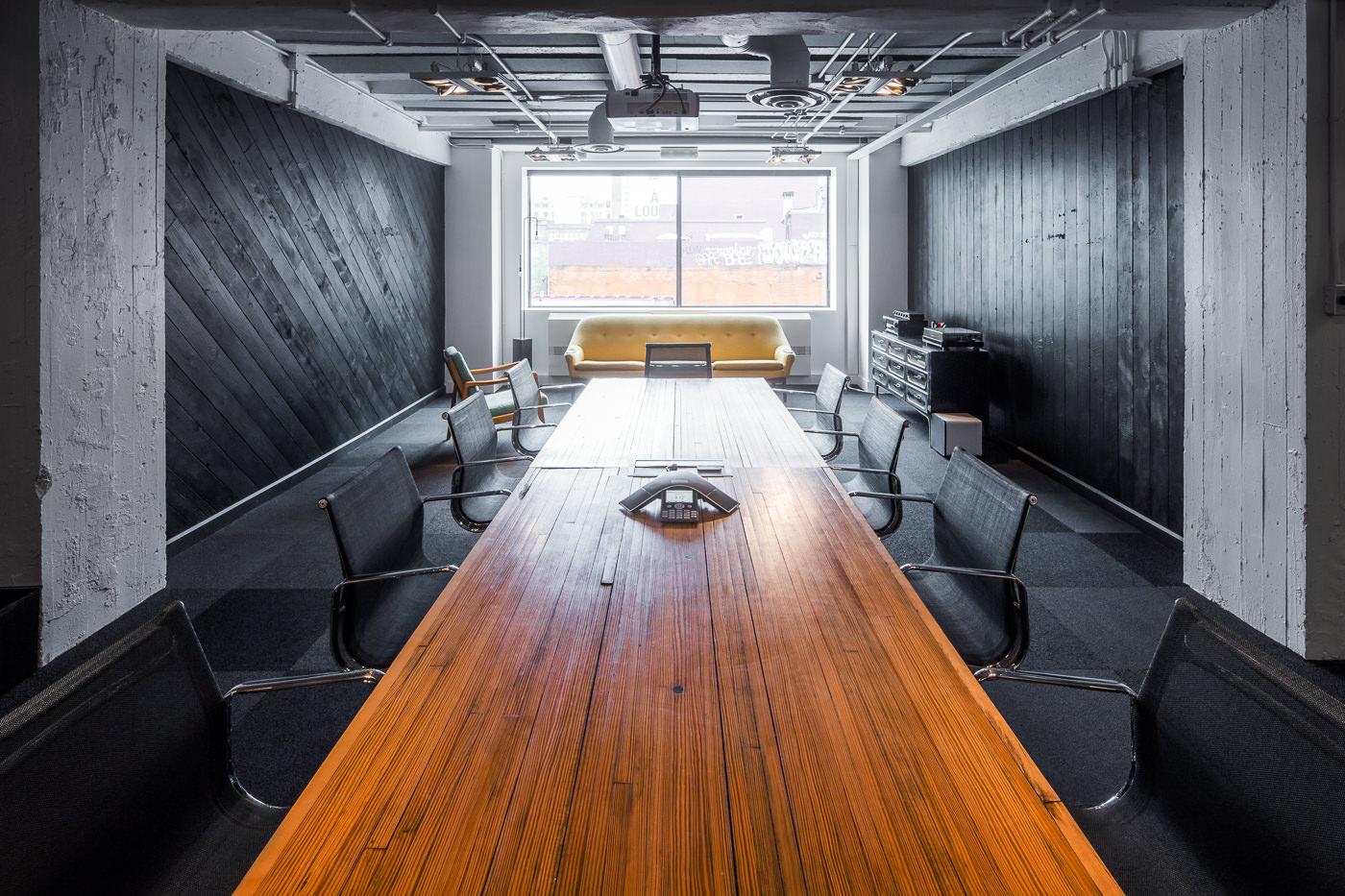 Salle de réunion dans les bureaux de havas montreal pour le forfait PME de thirdbridge