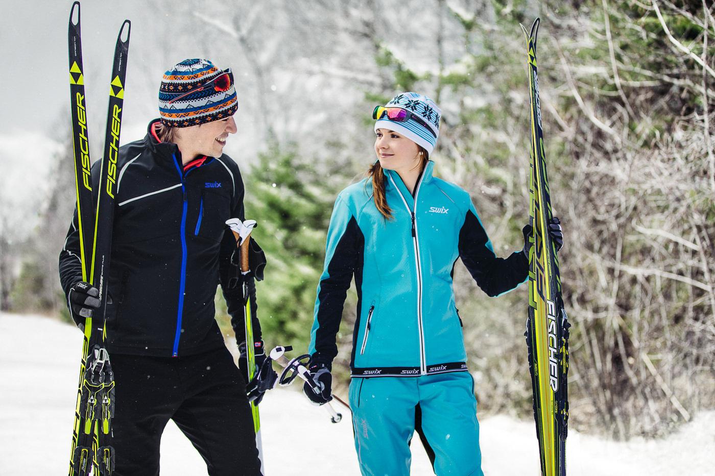 Gear swix de ski de fond, deux personnes dans la foret