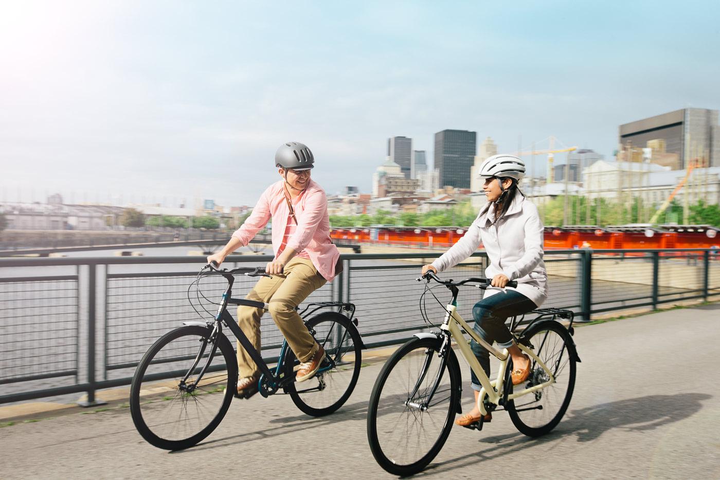 Vélos Opus Bike deux personnes dans le vieux port de montreal