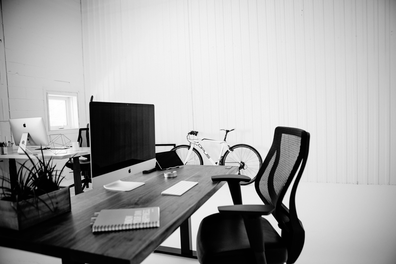 setting bureaux behind the scenes du tournage de vidéo de produit pour ergonofis