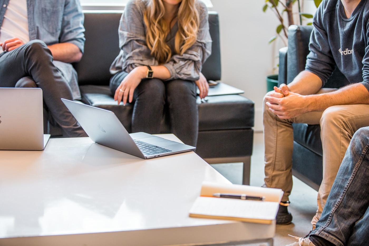 photo forfait pme thirdbridge banque d'images corporatives réunion d'équipe
