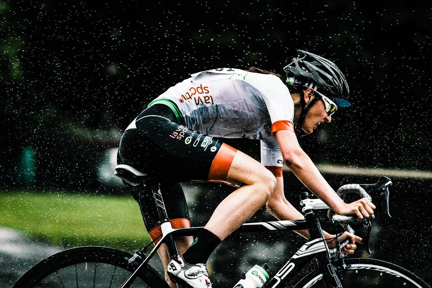 Vélos Opus Bike performance sur la route avec coursseur