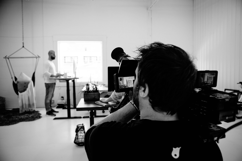 behind the scenes avec camera du tournage de vidéo de produit pour ergonofis