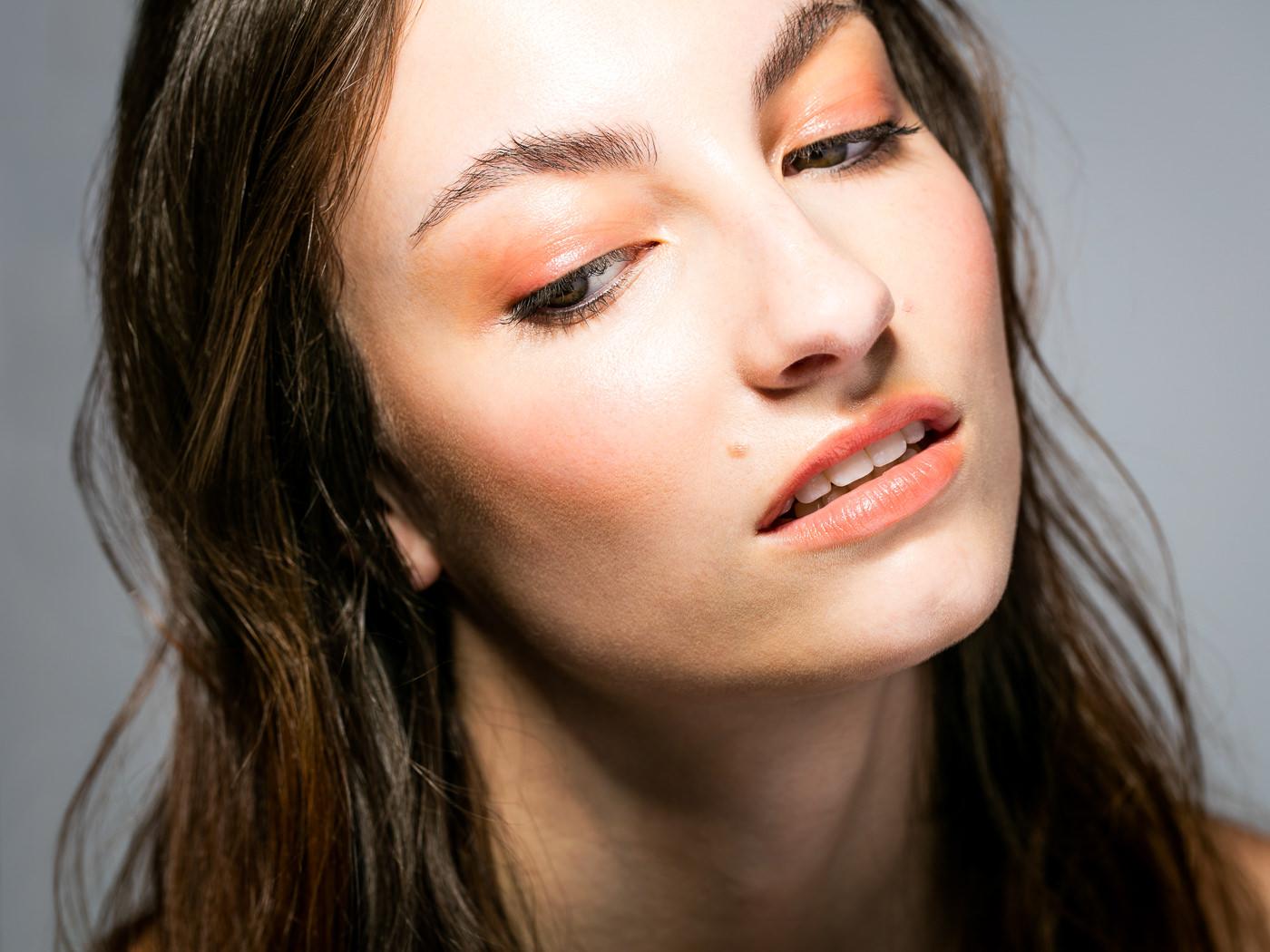 Portrait close-up mode makeup teintes peche