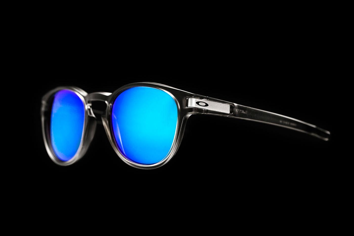 lunette Oakley teinte bleu sur noir