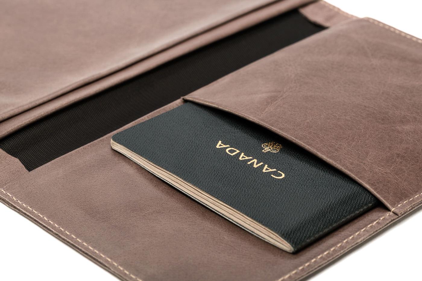 Étui de passeport en cuir brun m0851
